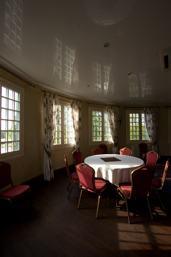 habiller son restaurant avec du plafond tendu haguenier. Black Bedroom Furniture Sets. Home Design Ideas