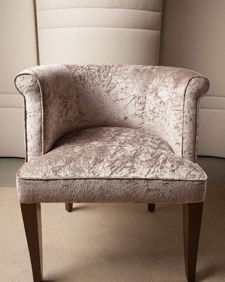 Haguenier Tapisserie D2coration Réfection d'un fauteuil rose 1