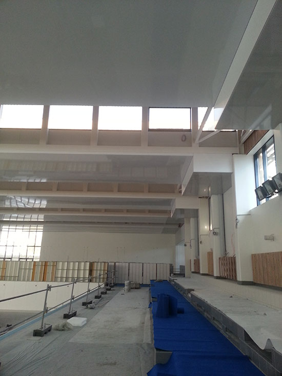 plafond tendu pour piscine municipale. Black Bedroom Furniture Sets. Home Design Ideas