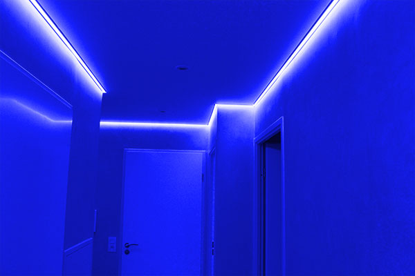 plafond tendu et chemin de led color 233