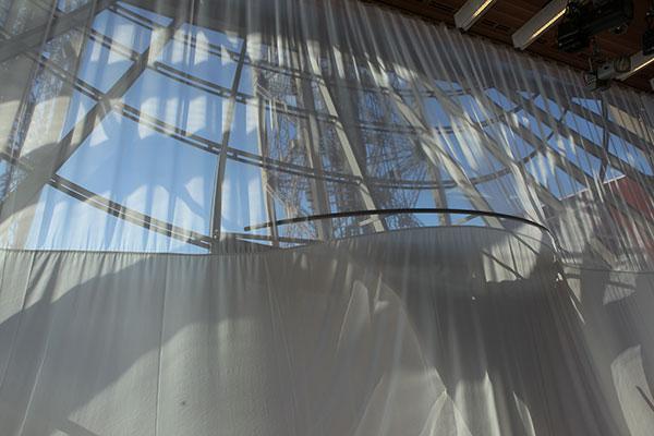 Pose d un voilage dans le salon gustave eiffel haguenier - Baie vitree 6 metres ...