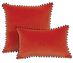 Coussin-velours-orange-pompons-noirs-Farandole-45x30_L53311